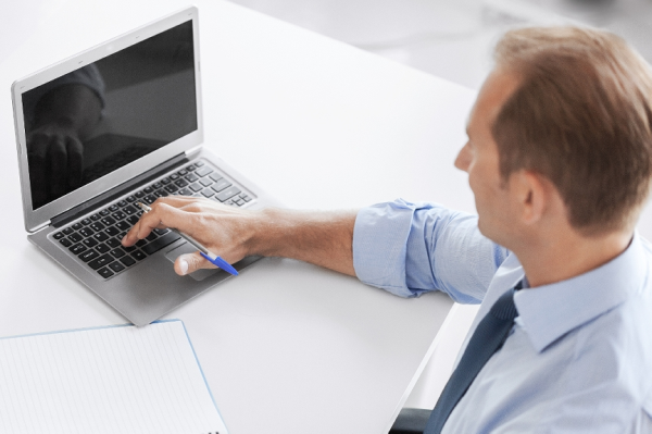Online or In-Person: Which Security Training is Right for Your Facility?
