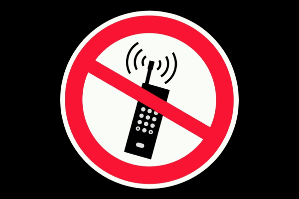 FAA bans cell phone use by pilots
