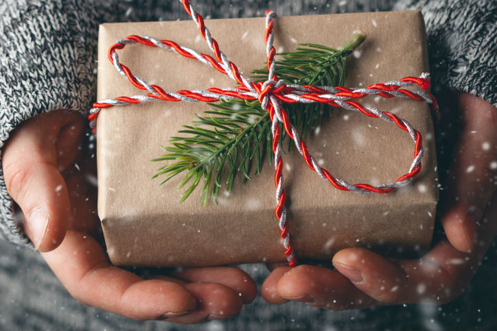 Holiday_gift_gray_sweater_editor