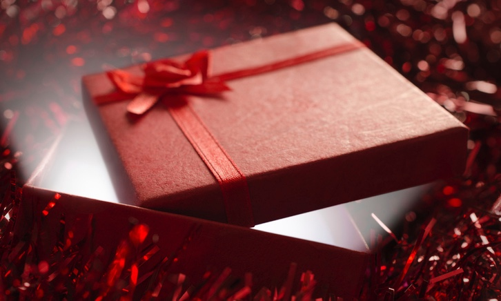 Opened_red_Christmas_gift_edited