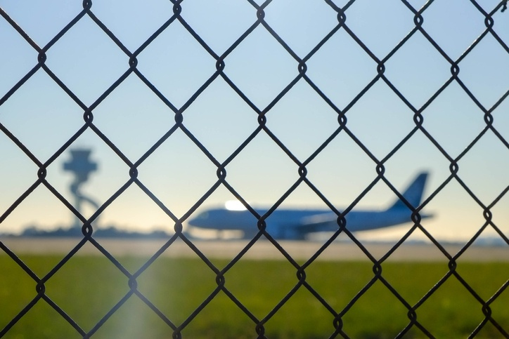 Airport_security_fence