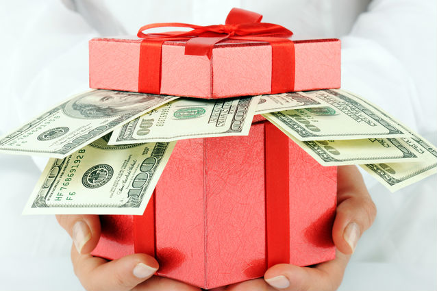 Christmas_gift_with_money_edited