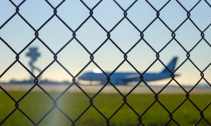 Airport_security_fence_securitypage