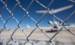 Fence_corporate_jet